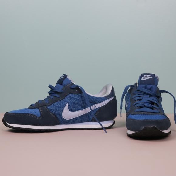 Nike Womens Genicco Shoe